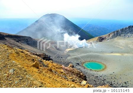 阿寒富士と青池①(雌阿寒岳山頂)百名山 10115145