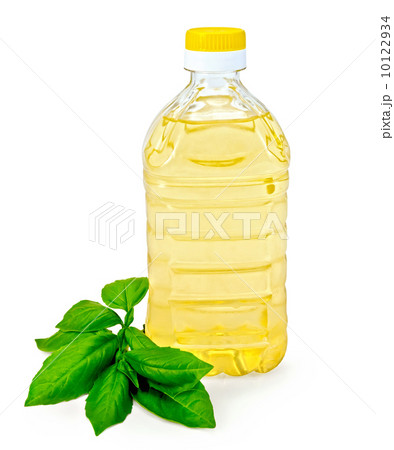 Vegetable oil in a bottle with basilの写真素材 [10122934] - PIXTA