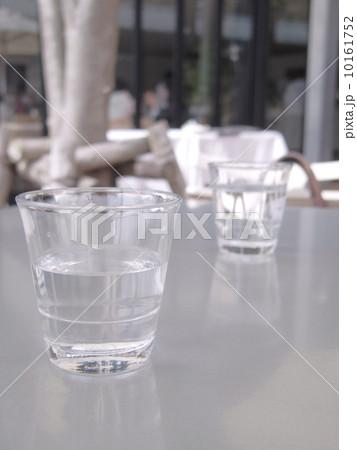 カフェのウォーターグラスの写真素材 [10161752] - PIXTA
