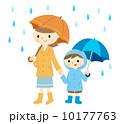 傘をさす親子 10177763