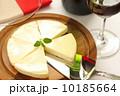 チーズとワインとワイングラス(白背景) 10185664