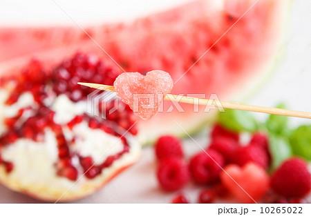 Fresh organic fruits and berrys: rapsberyy, watermelon, pomegranの写真素材 [10265022] - PIXTA