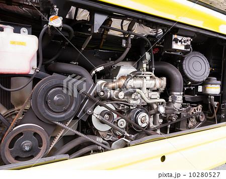 バスのエンジンルーム 10280527