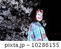 桜と女性 10286155