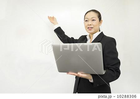 働くビジネスウーマン 10288306