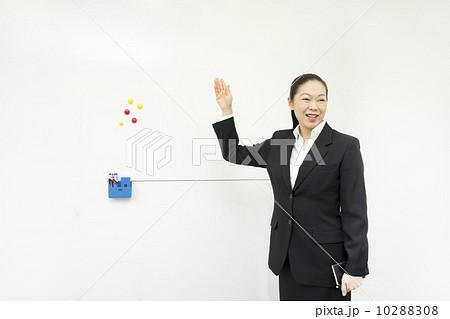 働くビジネスウーマン 10288308