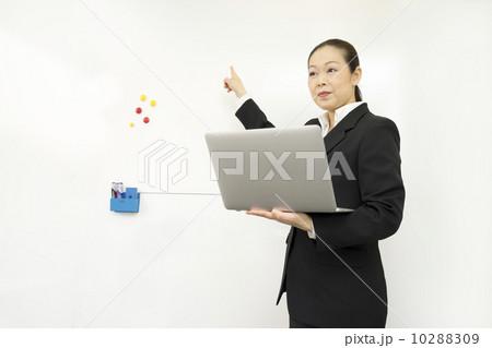働くビジネスウーマン 10288309