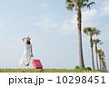 後姿 スーツケース 旅行の写真 10298451