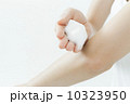 美容 洗う 手の写真 10323950
