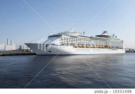 横浜港に入港したボイジャー・オブ・ザ・シーズ 10331498