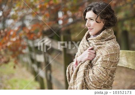 Woman wearing shall 10352173