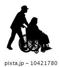 車椅子の高齢者と女性 10421780