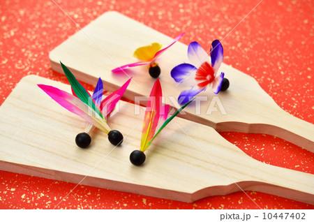昔懐かしいお正月遊びの羽子板のイメージ。 10447402