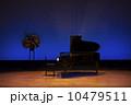 ピアノ発表会のステージ 10479511
