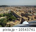 サンピエトロ大聖堂のクーポラから見たバチカン美術館・博物館とローマ市街 10543741
