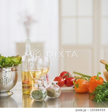 Close up of food preparation in kitchen の写真素材 [10566450] - PIXTA