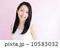 笑顔の女性 10583032