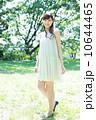 森林浴 人物 新緑の写真 10644465