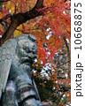天狗 銅像 紅葉の写真 10668875