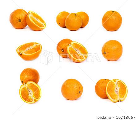 set of Fresh oranges and a half part of orangesの写真素材 [10713667] - PIXTA