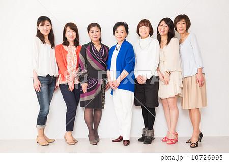 おばさん 集合写真 集合写真 女性7人の写真素材 [10726995] - PIXTA