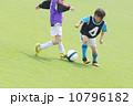 少年サッカーの競い合い 10796182