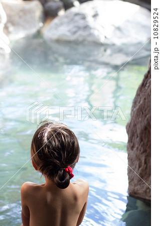 子供 温泉 10829524