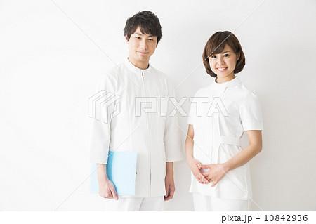 医療イメージ 若い看護士男女 10842936