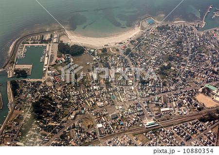 秋田県にかほ市象潟町付近を空撮 10880354