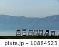空と山と椅子とリラックス 10884523