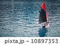 水 ボート 赤の写真 10897353