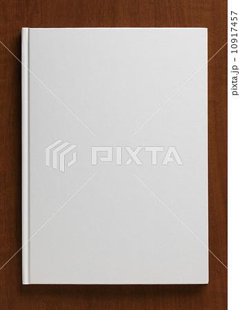 白い表紙の本 10917457