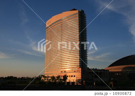 夕日に映えるヒルトンホテル福岡シーホーク 10930872