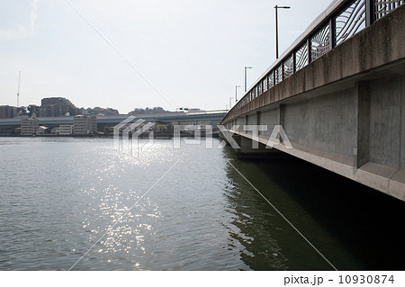 室見川河口と愛宕大橋 10930874