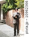 調査 男性 ビジネスマンの写真 10962366