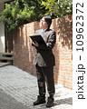 調査 男性 ビジネスマンの写真 10962372