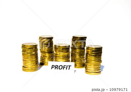 Profit sign at coin pilesの写真素材 [10979171] - PIXTA