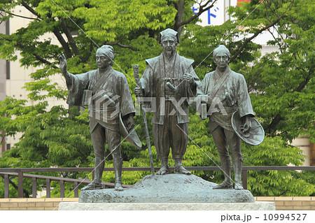 水戸黄門 助さん格さん像 :中央が黄門、左が助さん、右が格さん。水戸駅北口。 10994527