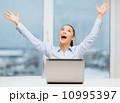 ビジネスウーマン 叫ぶ 幸せの写真 10995397