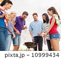 ピクニック 料理 グリルの写真 10999434