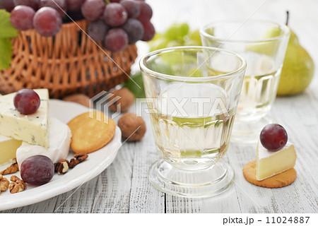 Glass with wineの写真素材 [11024887] - PIXTA