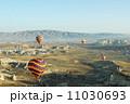 ギョレメ カッパドキア 気球の写真 11030693