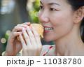 食事 ハンバーガー 食事をするの写真 11038780