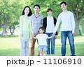 3世代 新緑 公園の写真 11106910