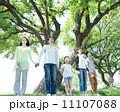3世代 親子 新緑の写真 11107088
