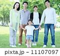 3世代 公園 新緑の写真 11107097