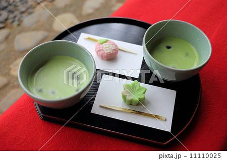 冷抹茶と和菓子(青もみじ) 11110025