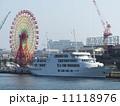 神戸ハーバーランドの観覧車と客船 11118976