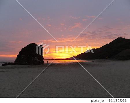 稲佐の浜・夕景(出雲市) 11132341