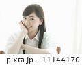 ロングヘアー 女性 笑顔の写真 11144170